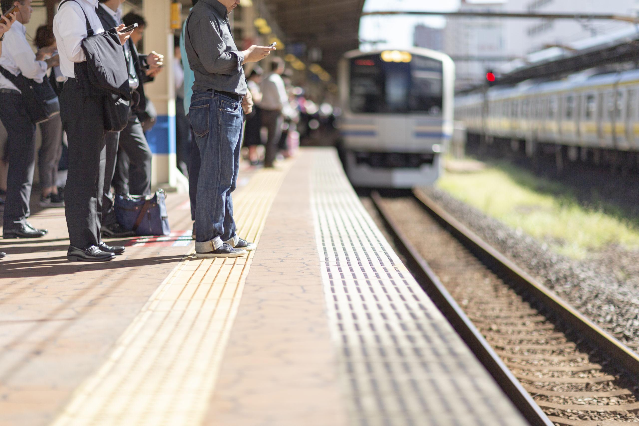 考え方の癖を見直す:今日のストレス「電車並びの割り込みにイライラ」